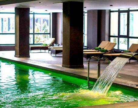 зеленый бассейн в геленджике