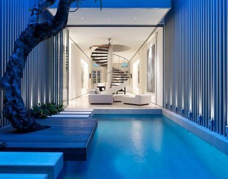 синий бассейн